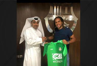 Jonathan MacDonald es presentado Al- Ahli, foto del Facebook
