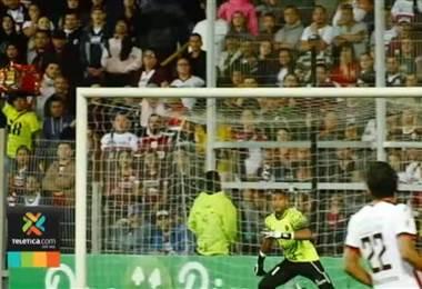 Esteban Alvarado suma 42 días sin jugar desde su presentación en Alajuelense