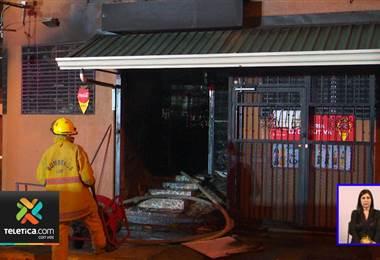 Incendio acabó en su totalidad con una pulpería este lunes en la Trinidad de Moravia