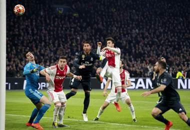 Real Madrid se acerca a los cuartos de Champions tras ganar 2-1 al Ajax. AFP