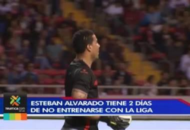 Esteban Alvarado tiene dos días sin entrenar y podría salir de Alajuelense en las próximas horas