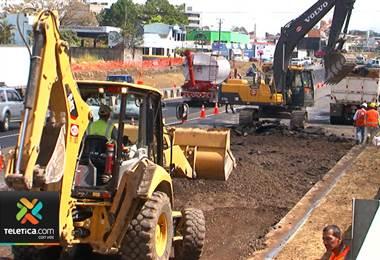 Tránsito en rotonda de Garantías Sociales será en dos carriles por sentido para más excavaciones