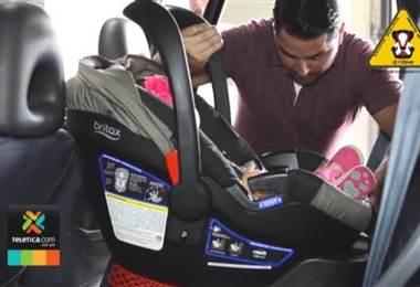 Cada día la Policía de Tránsito multa a cinco choferes por transportar niños sin dispositivos de seguridad.