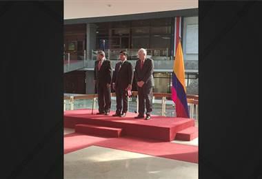 Presidente Carlos Alvarado recibe cartas credenciales del embajador de Colombia