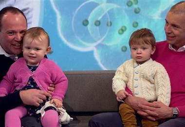 Simon y Graeme Berney-Edwards con sus hijos Alexandra y Calder. BBC