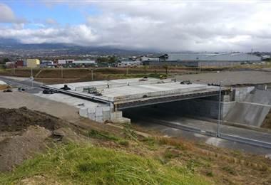 Carlos Alvarado inspeccionó construcción del viaducto más grande del país en Circunvalación Norte