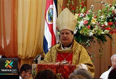 Arzobispo de San José afirma que fue él quien decidió no asistir a reunión convocada por el papa.