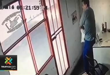 -          Hombre robó computadora en venta de carros en Heredia