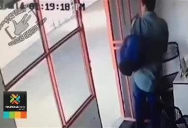 Hombre robó computadora en venta de carros en Heredia