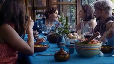 """Este viernes 15 de febrero en Chile se estrena en el Festival de Cine de Lebu, la película costarricense """"Apego"""", de la cineasta Patricia Velásquez.  Además, de estrenar en ese festival, el largometraje se proyectará en las salas de cine chilenas, posteriormente en Alemania y finalmente en Costa Rica.  Su directora resume temas que aborda la cinta de esta manera.  """"Apego"""" costó 360 mil dólares, y contó con fondos nacionales como El Fauno, Proartes, Ibermedia y empresa privada."""