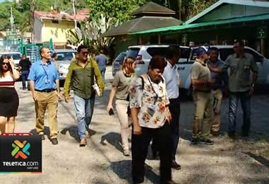 MINAE, diputados y empresarios se reunieron para buscar una solución en MINAE, diputados y empresarios se reunieron para buscar solución en parque nacional Manuel Antonio. parque nacional Manuel Antonio.