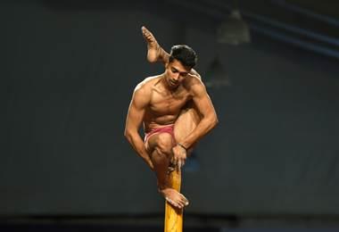 En India, acrobacias en el primer Mundial de 'mallakhamb'. AFP