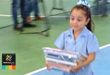 Campaña 'Somos útiles' del Chinamo logró dar 1.000 paquetes escolares en San José.