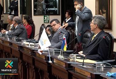 Diputados sesionan horas extra para poder votar la reforma al reglamento legislativo