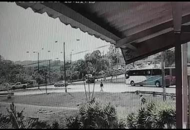 Choque entre camión y automóvil dejó cuatro personas heridas en Naranjo (Video)