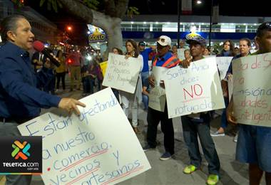 Vecinos de Santa Ana protestan ante la municiapalidad