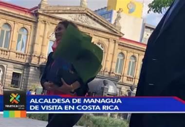Alcaldesa de Managua está en el país para participar en la inauguración de la exposición de Jiménez Deredia.