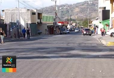 Vecinos de Santa Ana protestan ante la municiapalidad por creación de 410 espacios de parqueo en el centro del cantón.