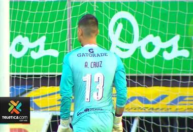 Aarón Cruz repitió como figura en el arco de Saprissa