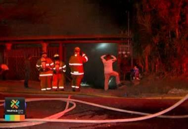 Dos familias de Escazú y Desamparados lo perdieron todo debido a la furia de las llamas.