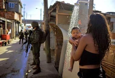 Disparos contra favela en Rio