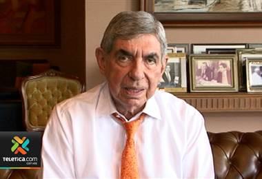 Defensa de Óscar Arias critica a la Fiscal por insistir en impedimento de salida para expresidente