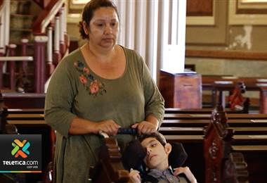 Madre pide de su ayuda para poder evitar que le arrebaten la casa donde vive con su hijo enfermo