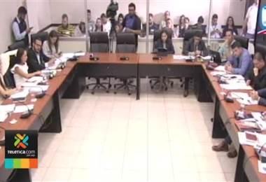 Diputados de la Comisión de Seguridad y Narcotráfico aprobaron moción para permitir ingreso de AK 47