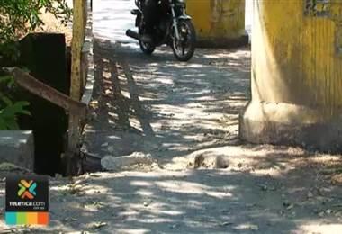 Vecinos de El Roble de Alajuela siguen esperando la construcción de un puente nuevo