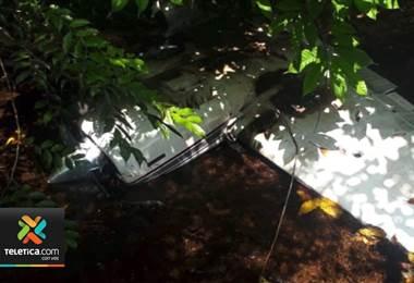 Autoridades ubicaron restos de una avioneta que cayó en el sector de Sierpe en Osa