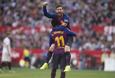 Ousmane Dembelé y Lionel Messi, jugadores del Barcelona |AFP.