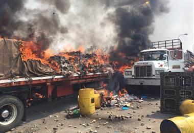 Quema de camión de ayuda humanitaria