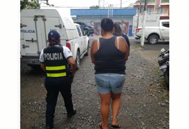 Fuerza Pública detiene a sospechosos de asaltar clientes en restaurante en Cahuita