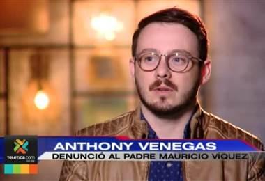 Dos denunciantes del sacerdote Mauricio Víquez esperan que se haga justicia.