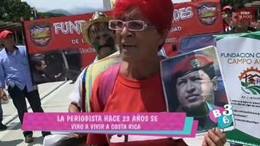 Casi 20 años lleva sufriendo Venezuela y la familia de la periodista y presentadora, Carolina Sánchez también.  Desde la llegada de Hugo Chávez y ahora con la presencia de Nicolás Maduro en poder no han tenido calma. En estos instantes todo el mundo quiere que la ayuda humanitaria entre al país, pero depende de los militares venezolanos.  Abunda gente con hambre, enfermos, la medicina y la comida escasean. El papá de la periodista Carolina ha estado enfermo en los últimos meses y ella trata de mandarle cajas de medina.  Carolina tiene a su mamá en Costa Rica, pero su padre, tías y hermanos se encuentran en Venezuela.  En nuestro país la presentadora tuvo a su hija y aquí ha formado su familia, pero no deja de sentir impotencia al ver que Nicolás Maduro no quiere recibir la ayuda humanitaria.  El fin de semana se realizó un concierto en Cúcuta, frontera entre Colombia y Venezuela. Los invitados eran una veintena de artistas que pedían recaudar unos $100 millones para ayudar al pueblo venezolano.  La próximas horas son primordiales porque se espera que los militares dejen pasar los camiones llenos de medicinas y alimentos por las fronteras de Colombia, Brasil y por los puertos.  Para más detalles puede ver el vídeo adjunto.