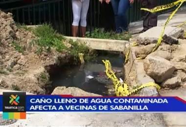 Caño cargado de agua contaminada molesta a un grupo de vecinas de Sabanilla de Montes de Oca.