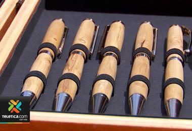 Vecino de León Cortés hace finos lapiceros con madera de café y los vende en Europa y Estados Unidos