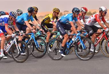 Andrey Amador (de celeste a la derecha) durante la Vuelta a Emiratos.|Movistar Team