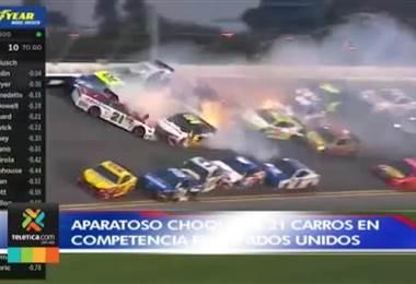 Aparatoso choque de 21 carros de carreras en Florida dejó impresionantes imágenes
