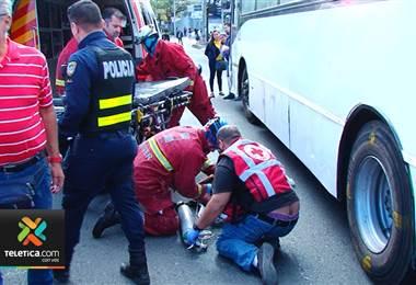 Hombre resultó gravemente herido tras ser atropellado por un autobús de La Periférica