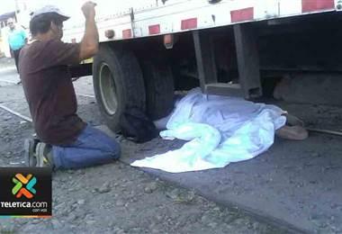 Mujer muere atropellada por camión en Guácimo de Limón
