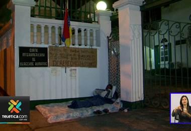 Venezolano cumplió 14 días en huelga de hambre frente a instalaciones de CIDH en San Pedro