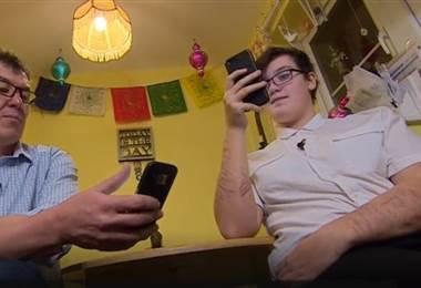 Libby mujer que se autolesiona y sube fotos a Instagram. BBC Mundo.