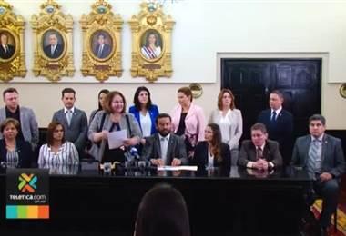 Grupo de diputados presentó reforma que aclara que el matrimonio es la unión entre hombre y mujer