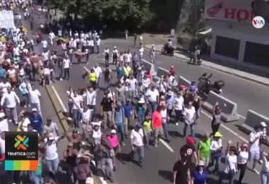 Crisis en Venezuela provoca que algunos profesionales busquen su alimento incluso entre la basura