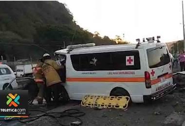 Dos personas fallecieron por el choque de una ambulancia y un vehículo en Caldera