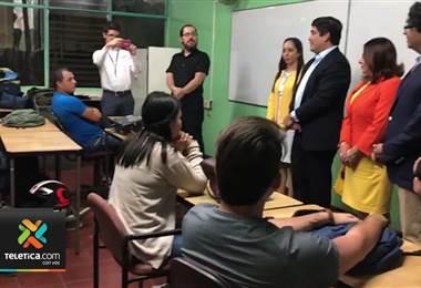 Miles de estudiantes inauguraron el curso lectivo en escuelas y colegios nocturnos