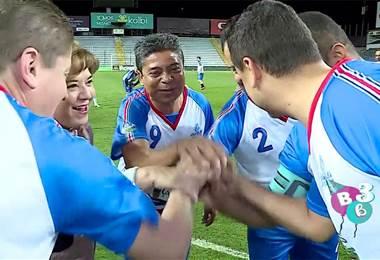 Diputados saltaron a la cancha en reto contra equipo de Italia 90