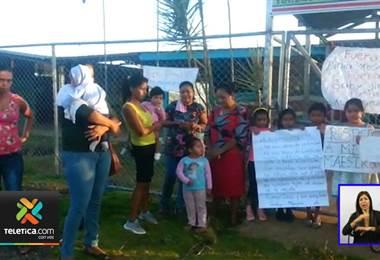 Alumnos de una escuela de los chiles, al norte del país no tuvieron un buen inicio de clases.