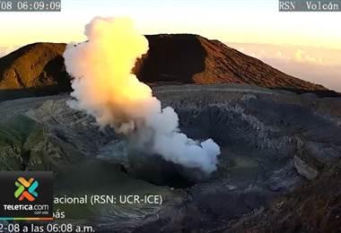 Volcán Poás registró varias erupciones desde la mañana de este viernes